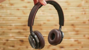 MICO Wars - US$500 Bang & Olufsen BeoPlay H8 Headphones deliver Bangin' Noise Cancelling Playback - 21-06-2015 LHDEER (1)
