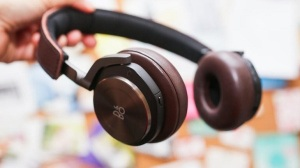 MICO Wars - US$500 Bang & Olufsen BeoPlay H8 Headphones deliver Bangin' Noise Cancelling Playback - 21-06-2015 LHDEER (2)